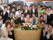結婚式二次会で笑顔のみんな