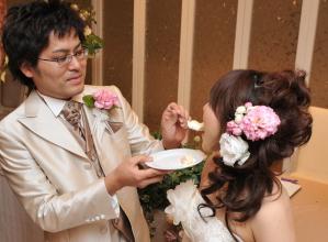 結婚式二次会のファーストバイト