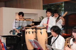 ジャズ演奏するゲスト