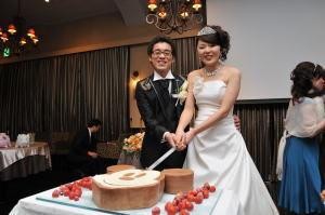 結婚式二次会でケーキ入刀