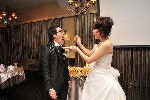 結婚式二次会でファーストバイト